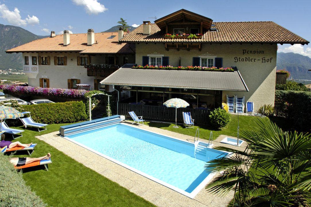 haus mit schwimmbad pension stadlerhof nalles nals holidaycheck s dtirol italien. Black Bedroom Furniture Sets. Home Design Ideas