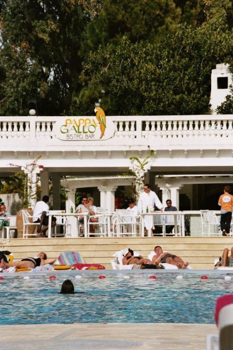 Poolbar und Swimmingpool Hotel Riviera