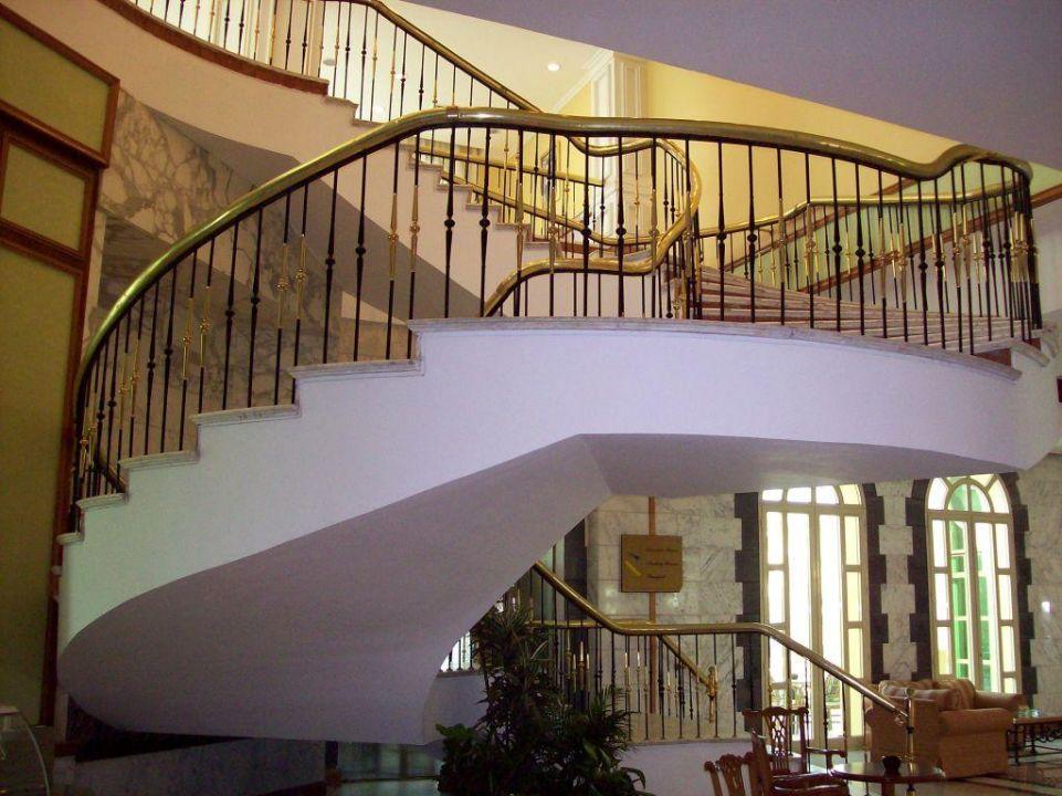 Treppe führt zu Hochzeitsräume ex Mövenpick Hotel Cairo Media City