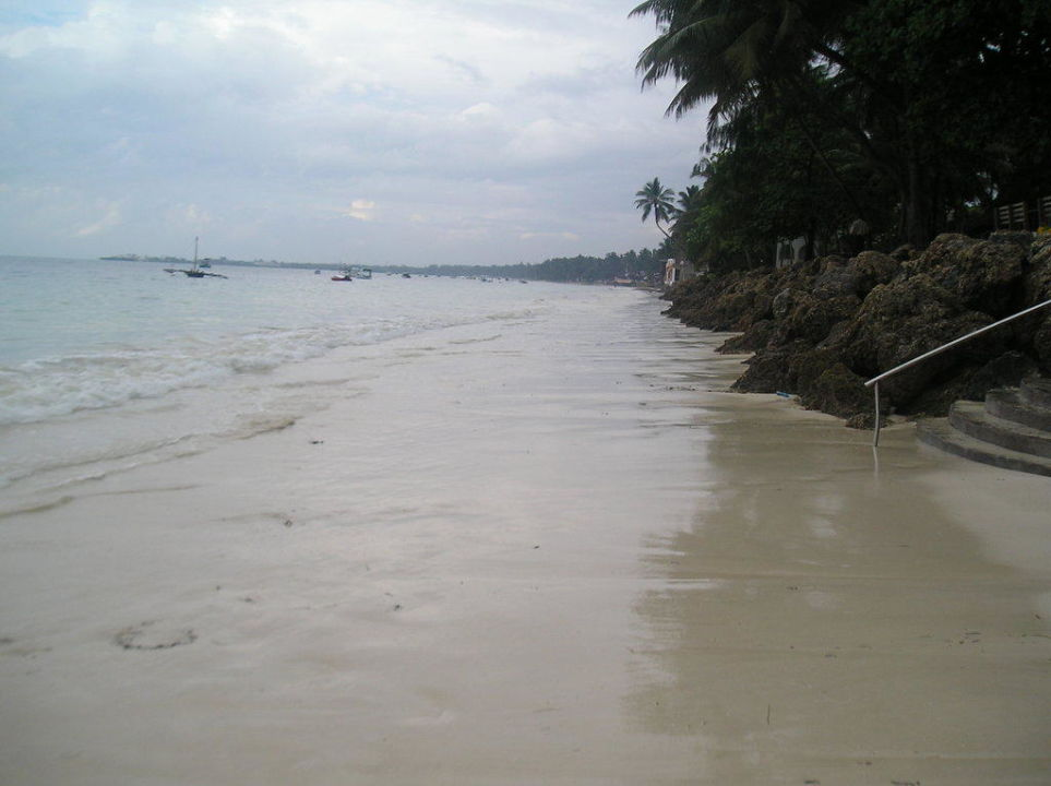 Strand bei Flut Neptune Beach Resort