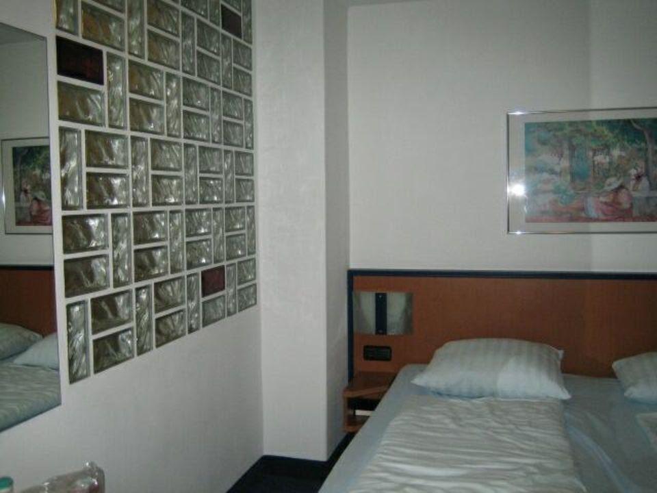 Wand zwischen Schlafzimmer und Badezimmer Hotel Wetterstein