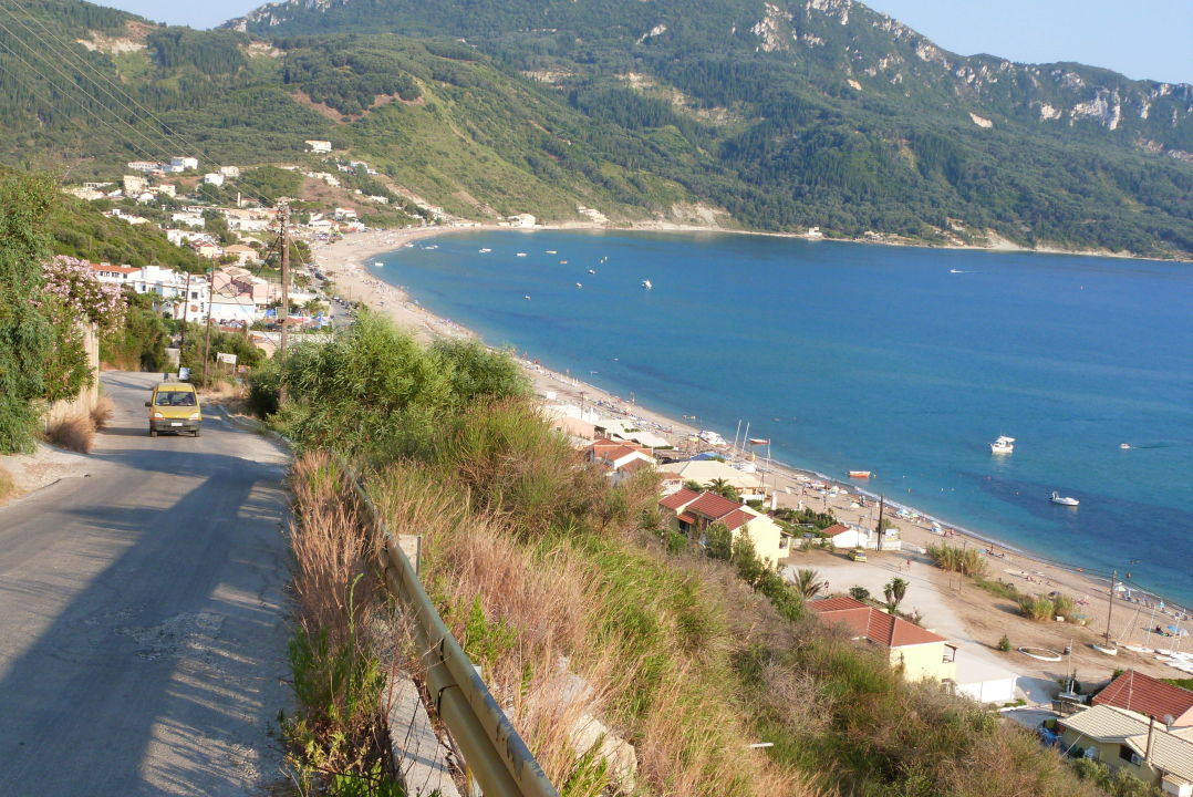 blick auf den ort hotel belle helene beach agios georgios pagi holidaycheck korfu. Black Bedroom Furniture Sets. Home Design Ideas