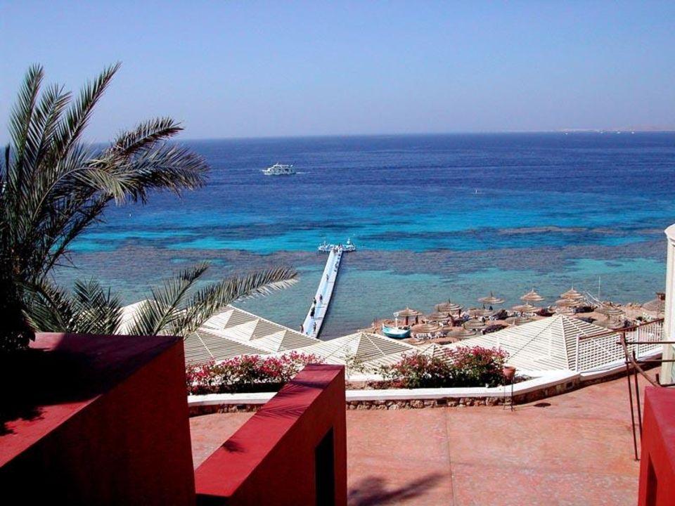 Der Blick zum schwimmenden Badesteg und dem Hausriff Temple Reef Village @ Reef Oasis Beach Resort Hotel (existiert nicht mehr)