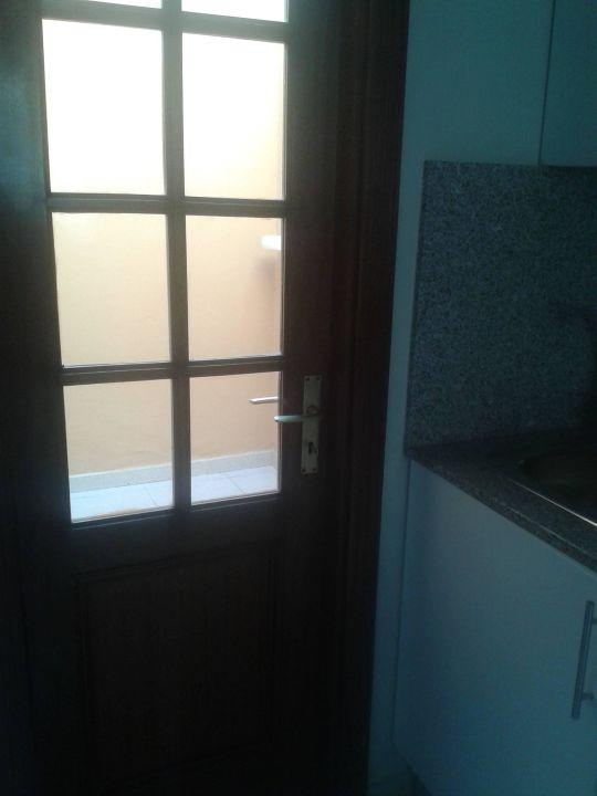 Küche - Blick zu kleinen Innenhof Maspalomas Resort by Dunas