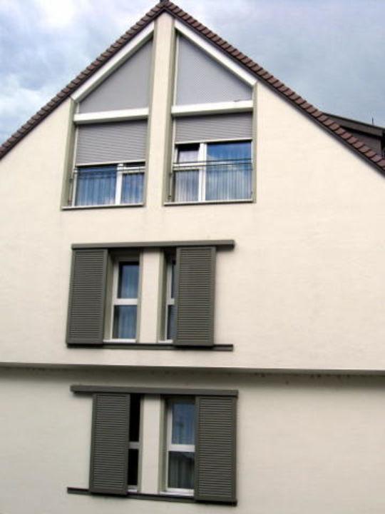 Neubau mit elektrischen Fensterläden\