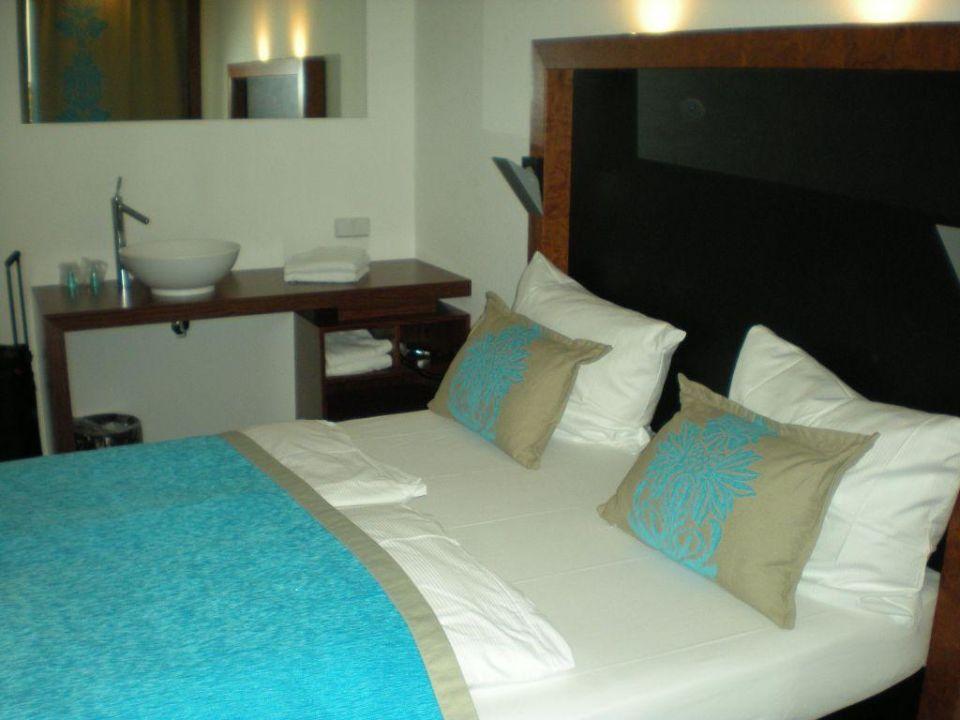 bild zimmer bett zu premiere classe hotel k ln west in k ln. Black Bedroom Furniture Sets. Home Design Ideas