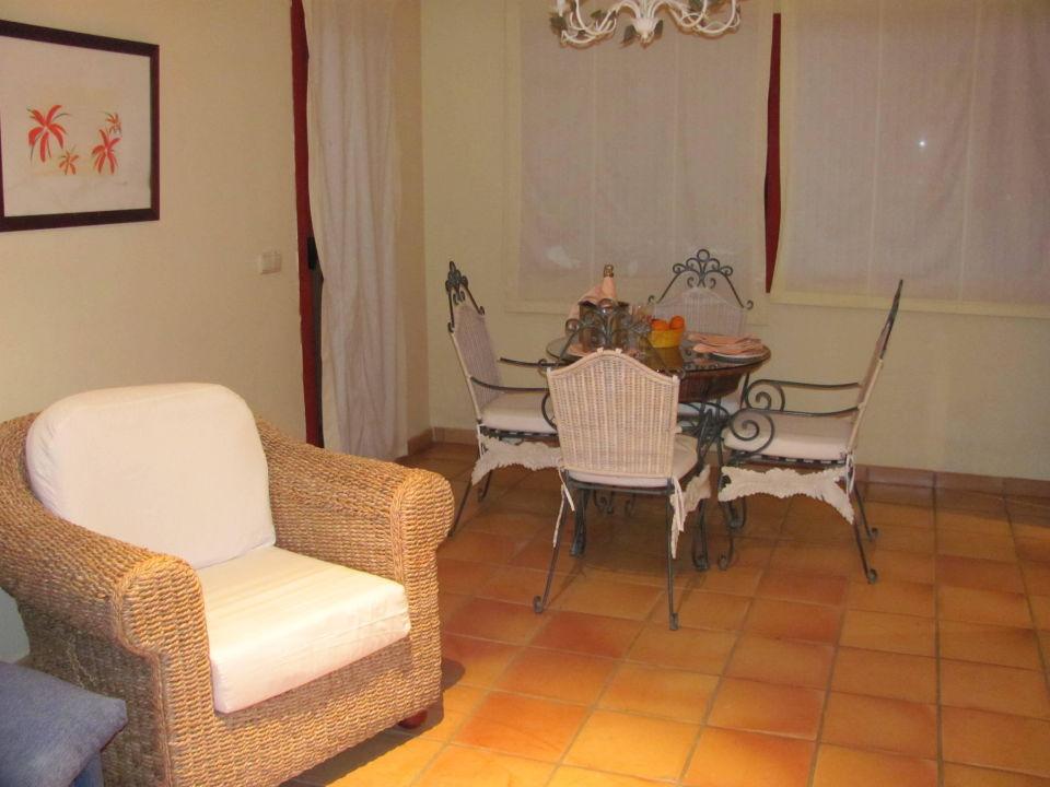 wohnzimmer mit esstisch almu ecar playa spa hotel. Black Bedroom Furniture Sets. Home Design Ideas