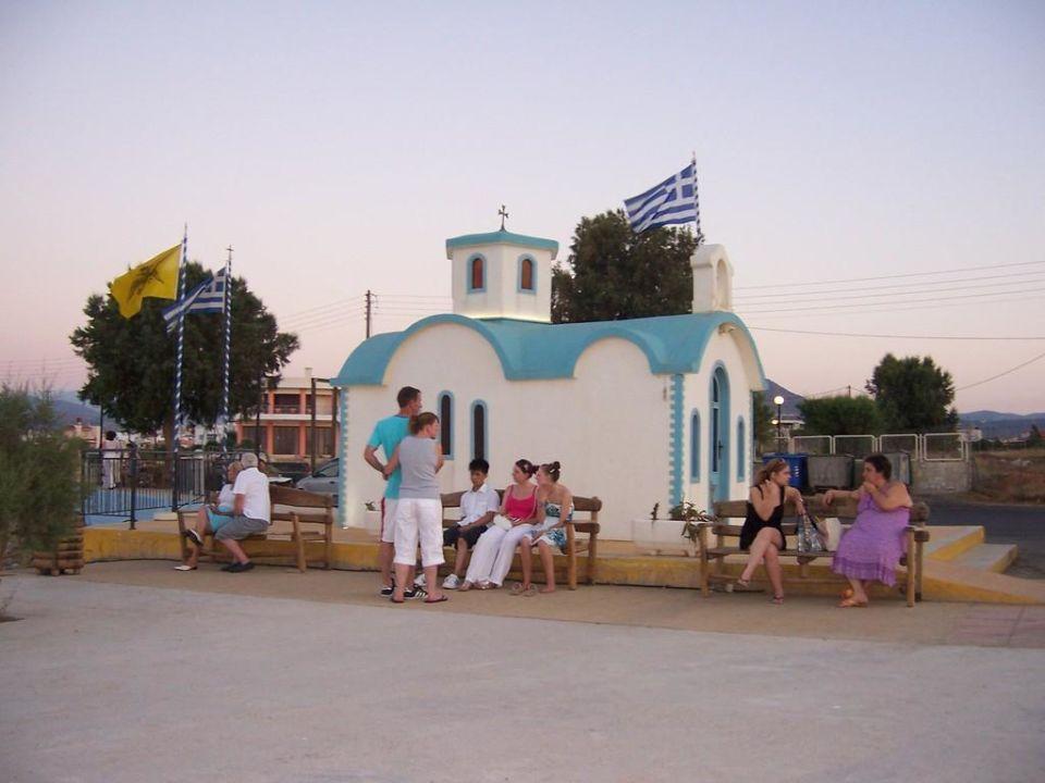 Kleine Kapelle vor dem Hotel Cretan Filoxenia Beach Hotel  (geschlossen)