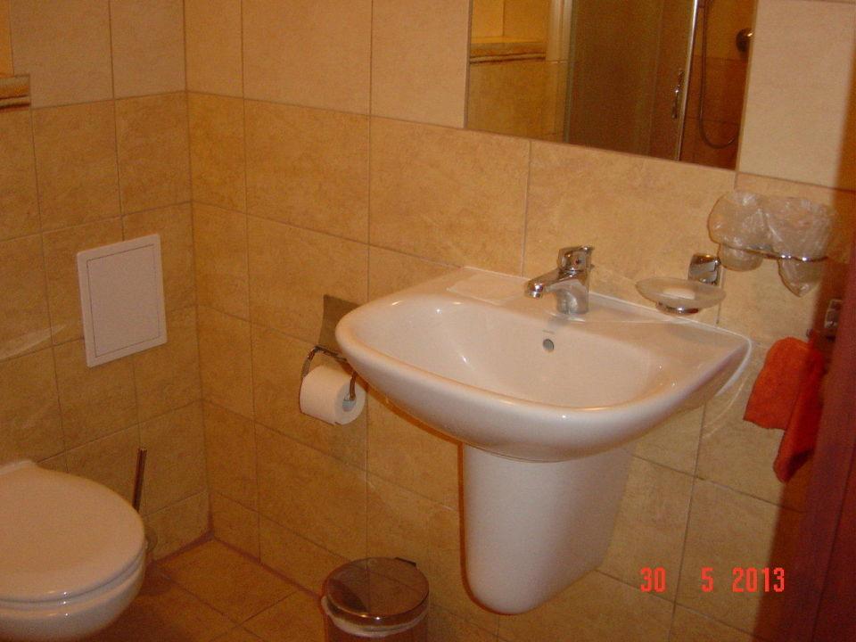 einfaches waschbecken ohne konsole villa am park. Black Bedroom Furniture Sets. Home Design Ideas