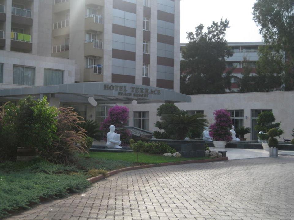 Einfahrt zum Hotel Hotel Terrace Beach Resort