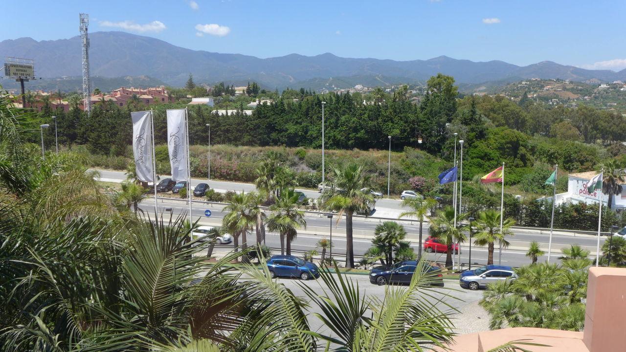 Blick n.Norden z.Schnellstrasse(Fenster lärmdicht) Kempinski Hotel Bahia Marbella Estepona