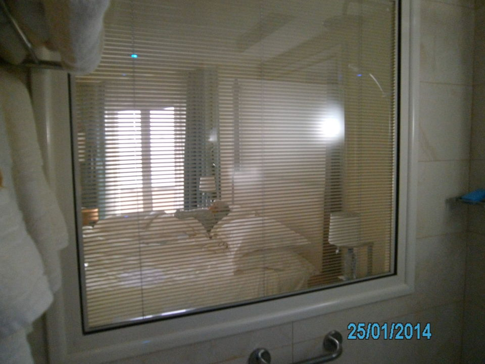 badezimmerfenster mit rollo hotel alexander the great paphos holidaycheck s dzypern zypern. Black Bedroom Furniture Sets. Home Design Ideas