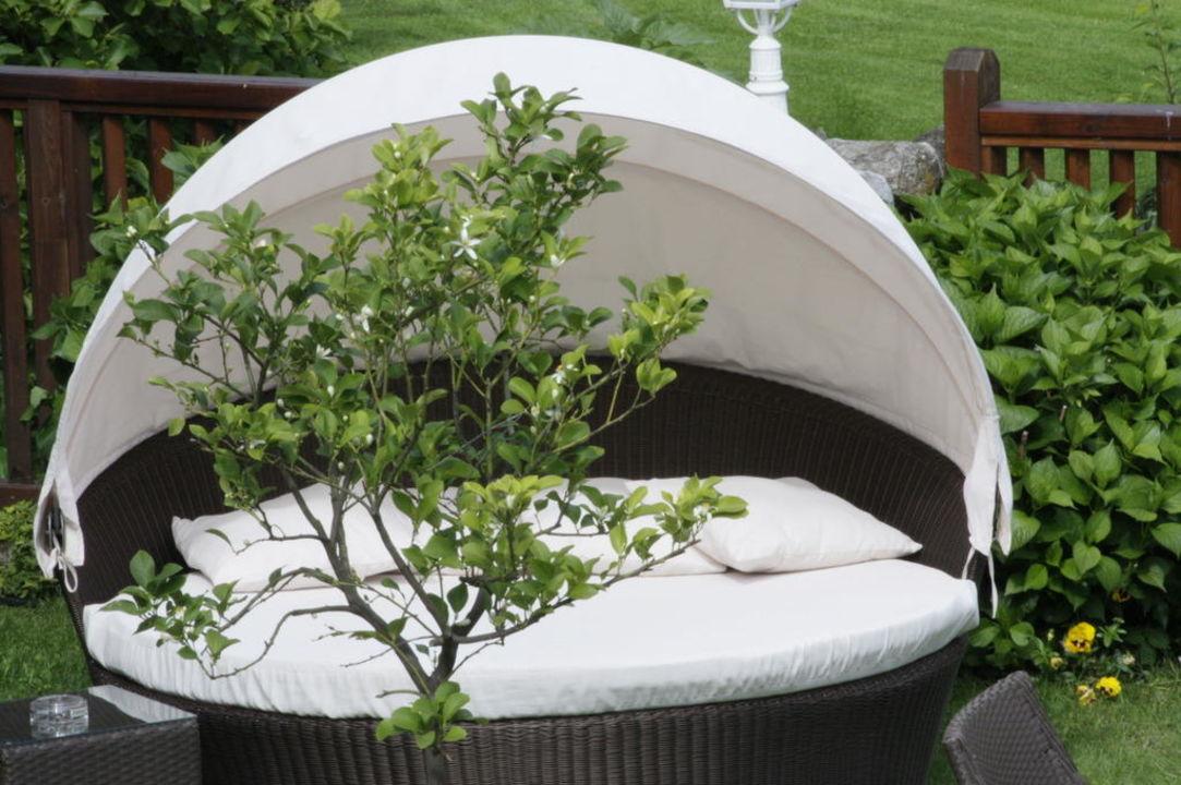 Garten Terrasse Mit Liegen Muschel Hotel Saltauserhof Saltaus In