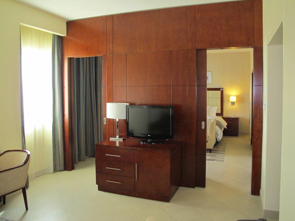 trennwand zum schlafzimmer doubletree hotel by hilton. Black Bedroom Furniture Sets. Home Design Ideas