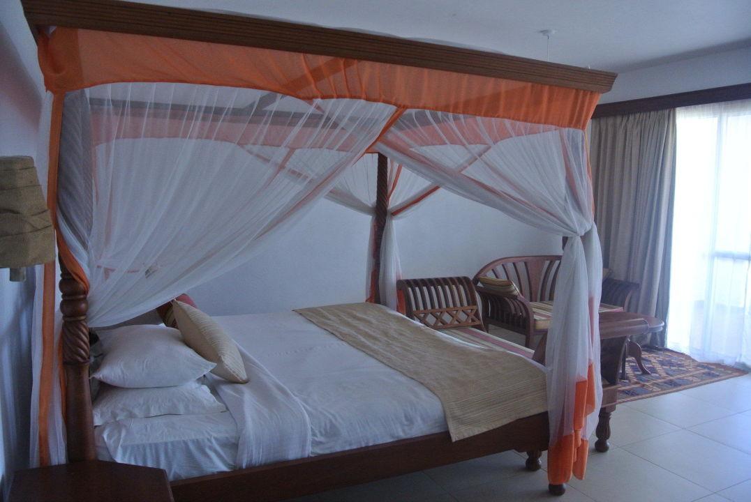 bild doppelbadewanne deluxe zimmer zu royal zanzibar beach resort in nungwi. Black Bedroom Furniture Sets. Home Design Ideas