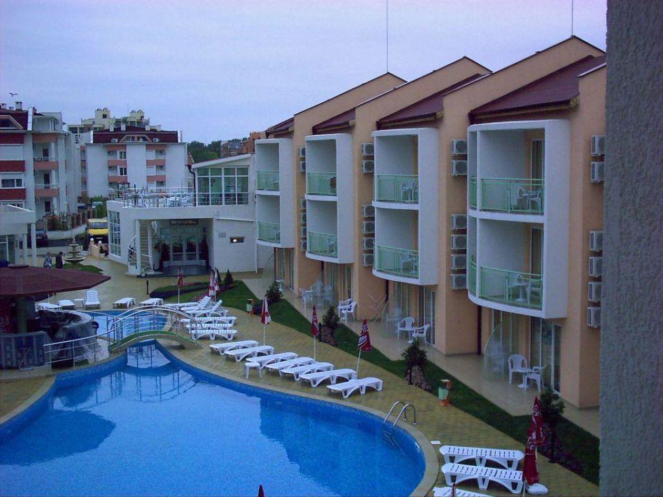 Nebengebäude und Pool Hotel Sun City