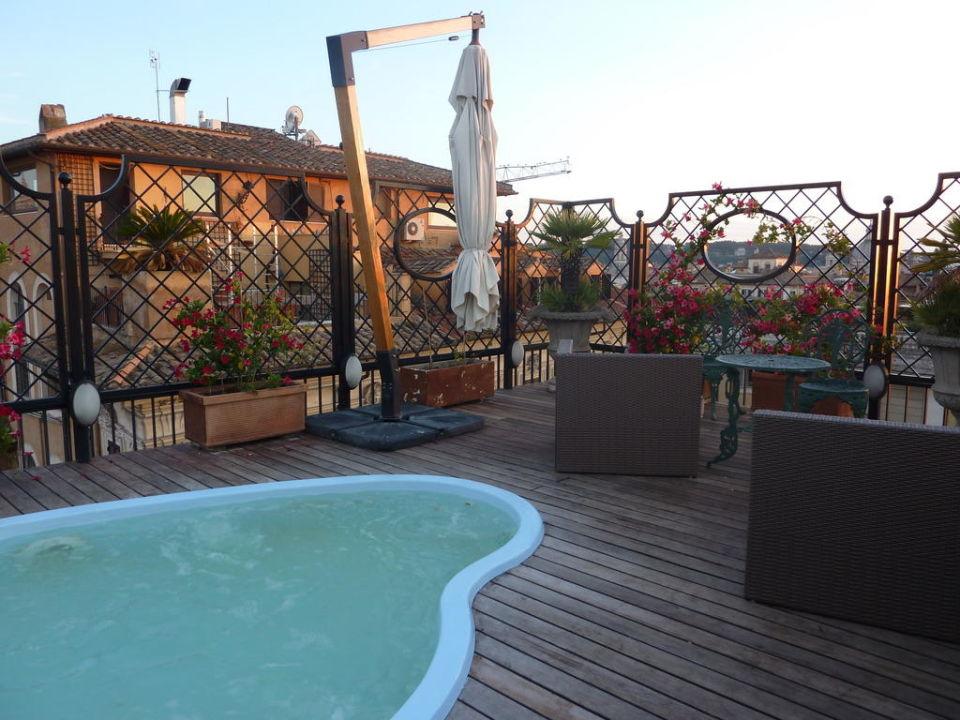 Dachterrasse mit whirlpool hotel colonna palace rom holidaycheck latium italien - Whirlpool dachterrasse ...
