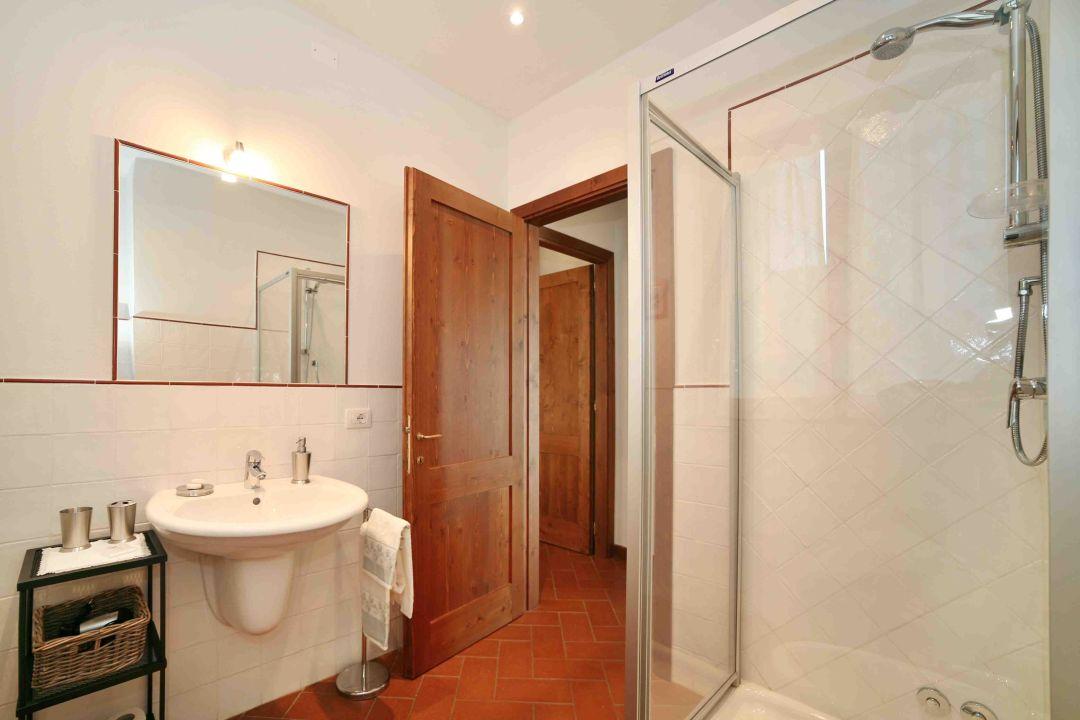 Dante apartment - bathroom La Compagnia del Chianti