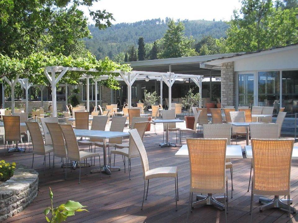 Restaurant - Gartentische Hotel Makryammos Bungalows
