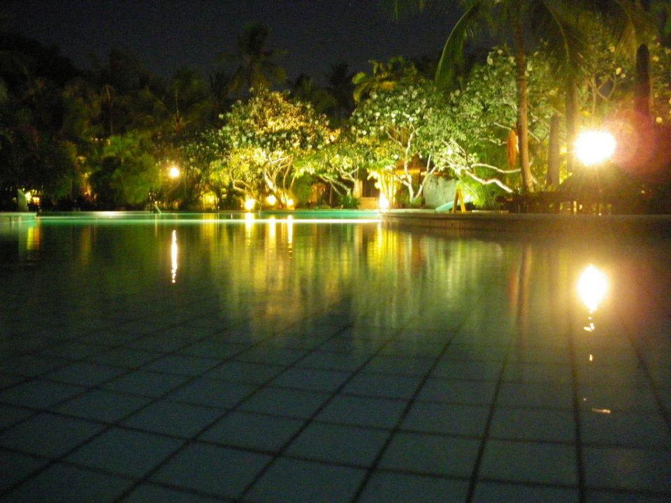 Pool bei Nacht Melia Bali