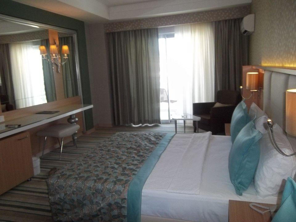 Riesen Zimmer super Bad. Modern und sehr sauber Hotel Royal Garden Select