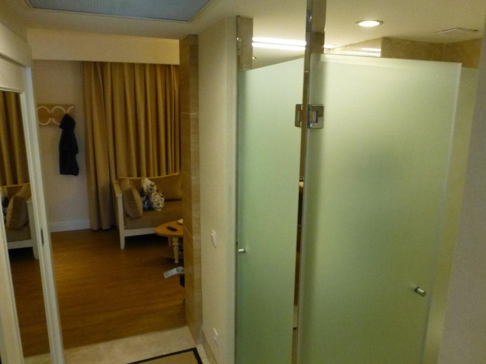 Toilette und Dusche zw.Wohn-und Schlafzimmer\