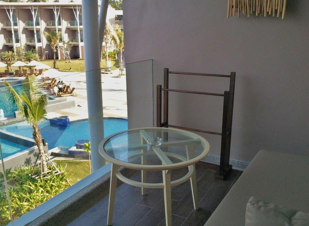 balkon deluxe zimmer mit ausblick the sands khao lak by katathani khao lak south beach. Black Bedroom Furniture Sets. Home Design Ideas