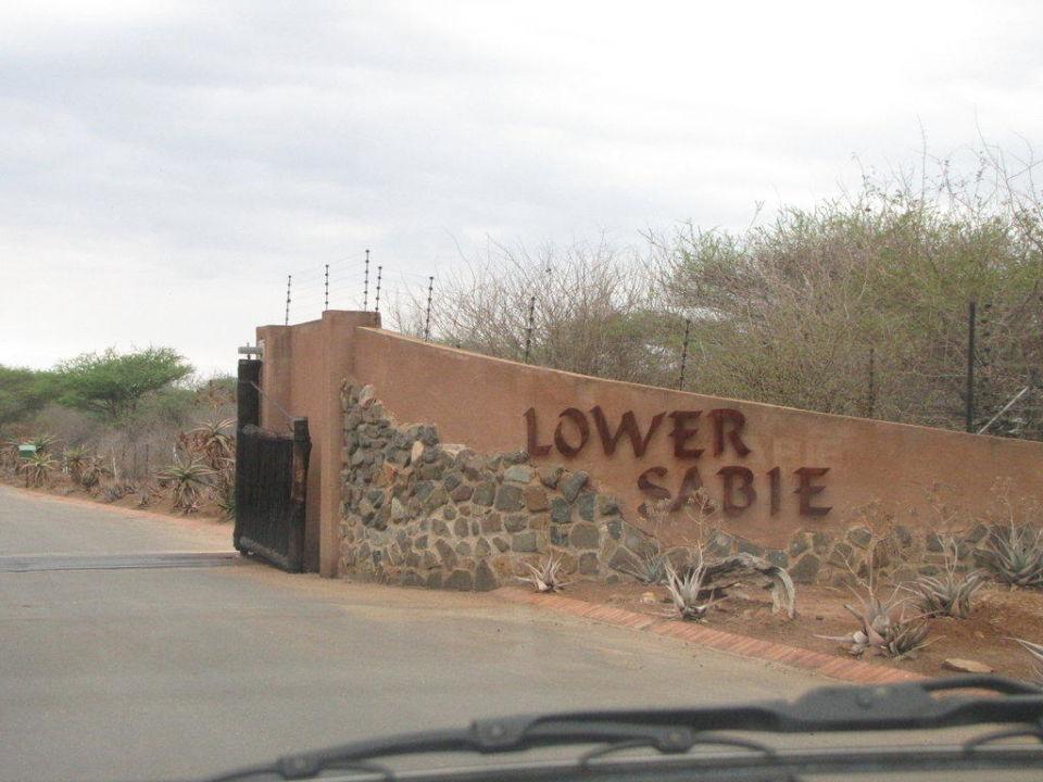 Einfahrt zum Camp Restcamp Lower Sabie