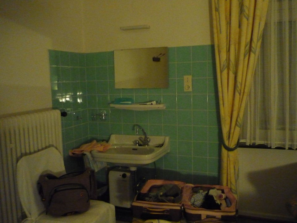 Waschbecken im Zimmer Hotel Garni Reis