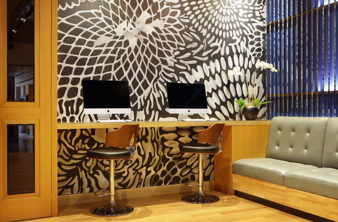 Internet Stations Holiday Inn Express Jakarta Thamrin