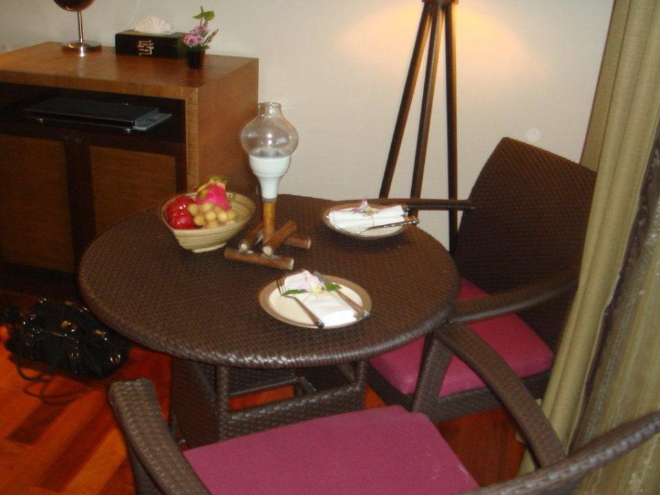 Sitzecke mit täglich frischen Früchten Hotel Sareeraya Villas & Suites