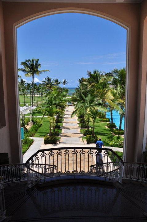 Dieser Blick bietet sich beim Betreten des Hotels Sugar Beach – A Sun Resort, Mauritius