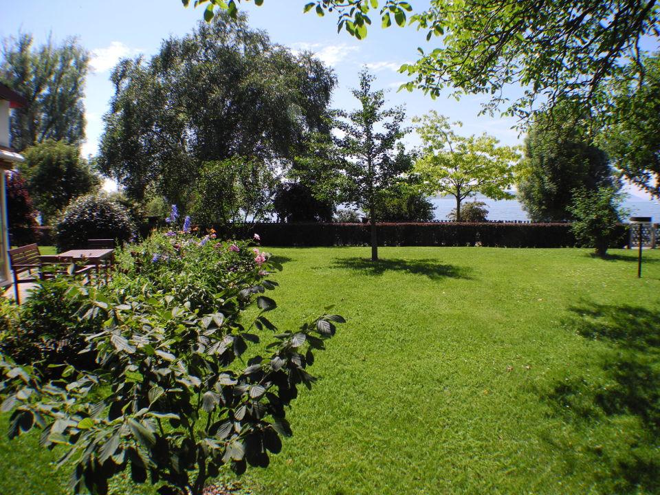 Kleiner teil der liegewiese landhotel fischerhaus for Fischerhaus seefelden