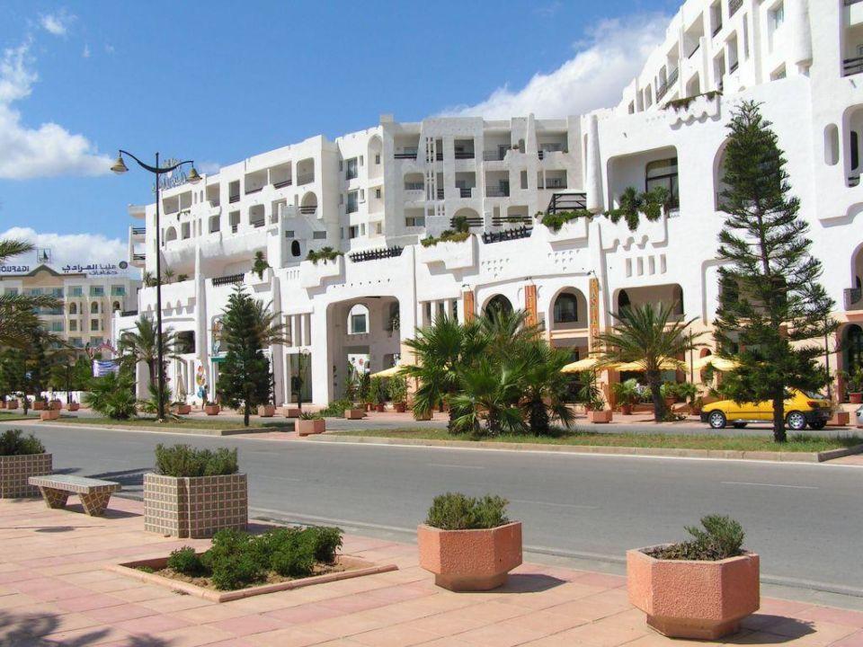 Hotel Yasmine Beach aus der Strandperspektive Hotel Yasmine Beach Resort