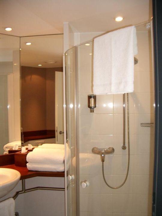 Bild badezimmer zu gastwerk hotel hamburg in hamburg for Badezimmer hamburg