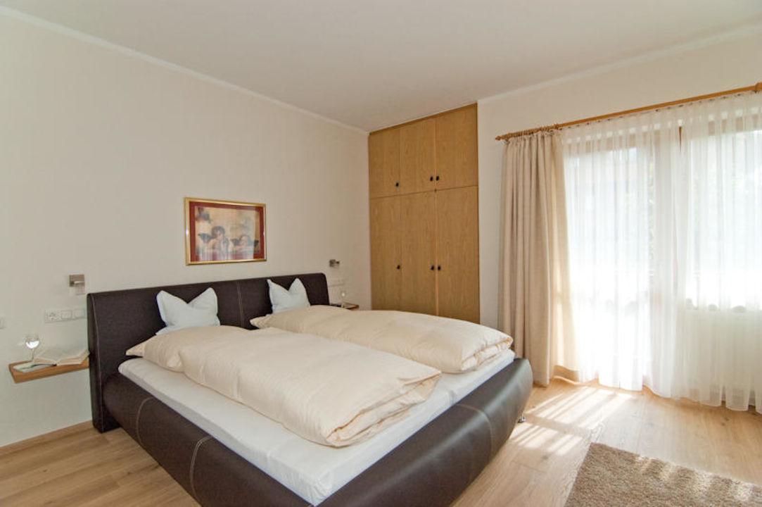 Schlafzimmer (2-teiliger verstellbarer Lattenrost) Ferienwohnungen Trinkl - Apt. mit Hotelservice