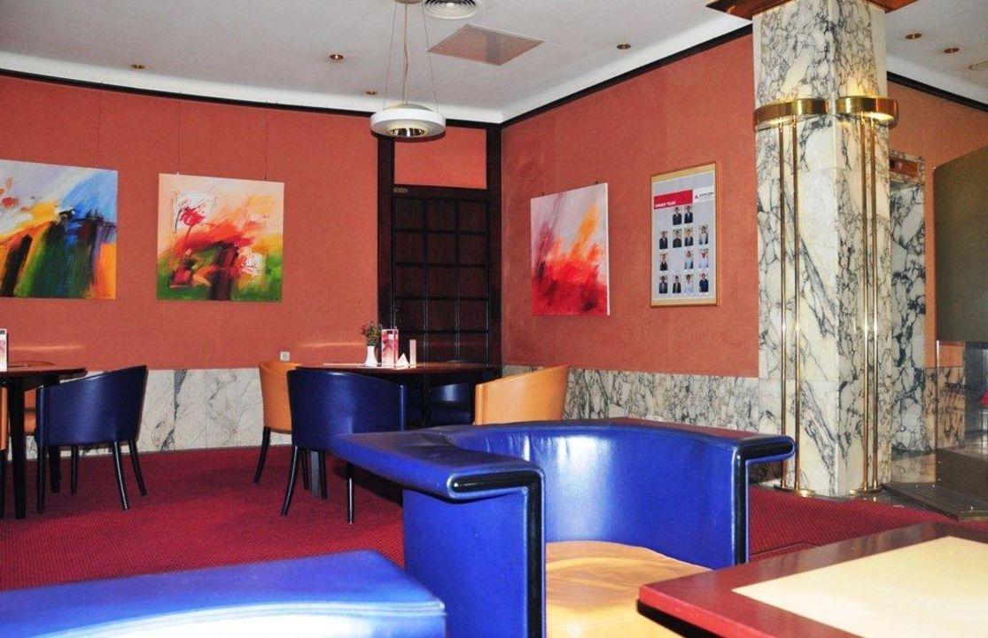 Sitzbereich bei der Rezeption Austria Trend Hotel Schillerpark Linz