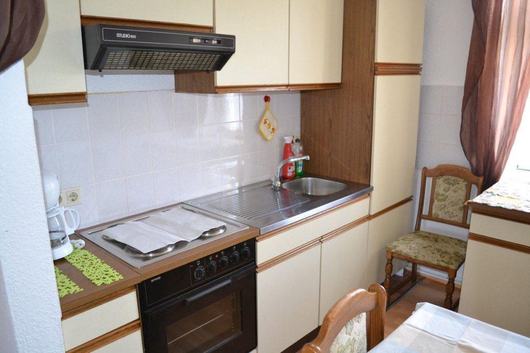 k che u a k hlschrank kaffeemaschine toaster ferienwohnung gut geschlafen hohe b rde. Black Bedroom Furniture Sets. Home Design Ideas
