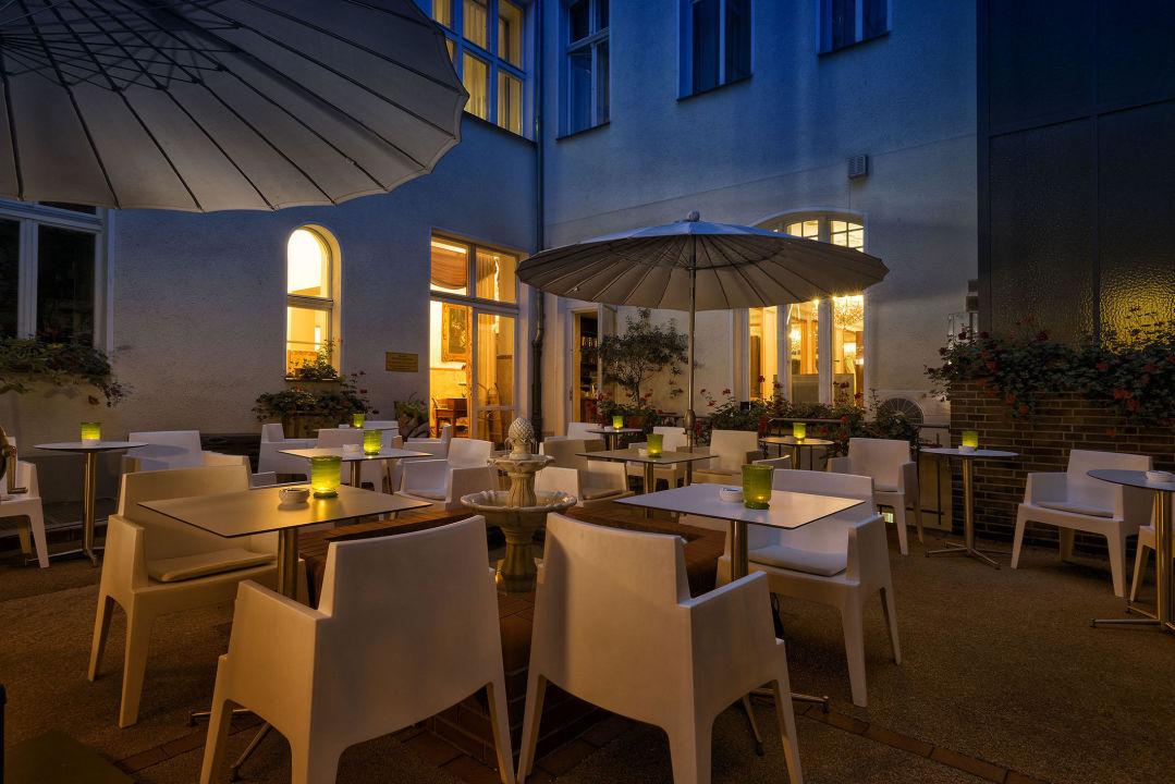 bar innenhof hotel california am kurf rstendamm in. Black Bedroom Furniture Sets. Home Design Ideas