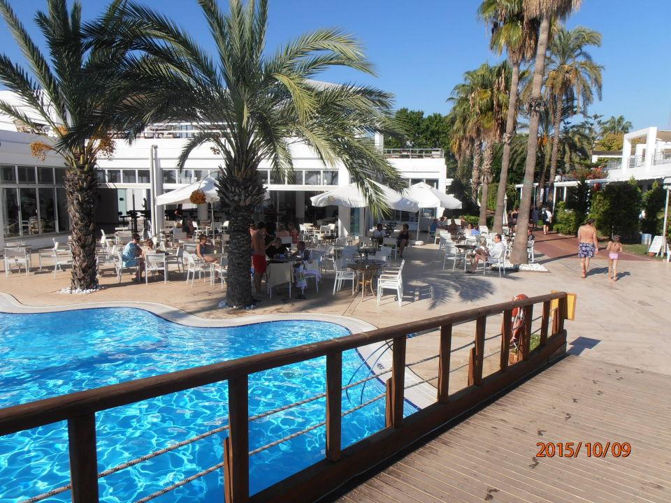 bild balkon mit blick auf dritten pool zu hotel club. Black Bedroom Furniture Sets. Home Design Ideas