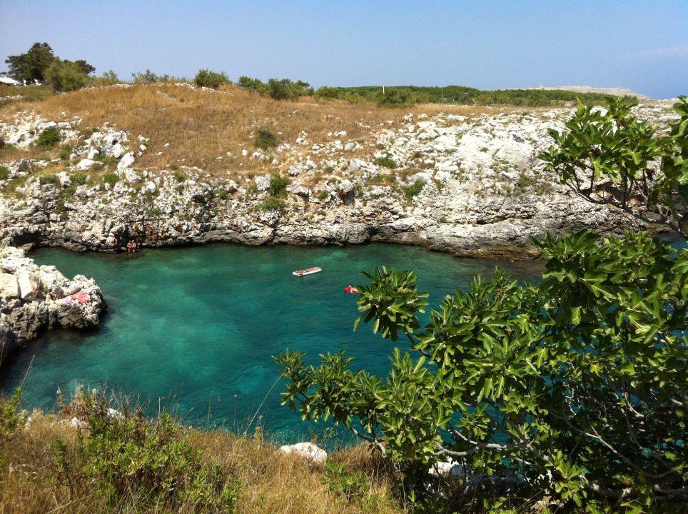 Spiaggia rocciosa incavata nella roccia Masseria Porto Badisco