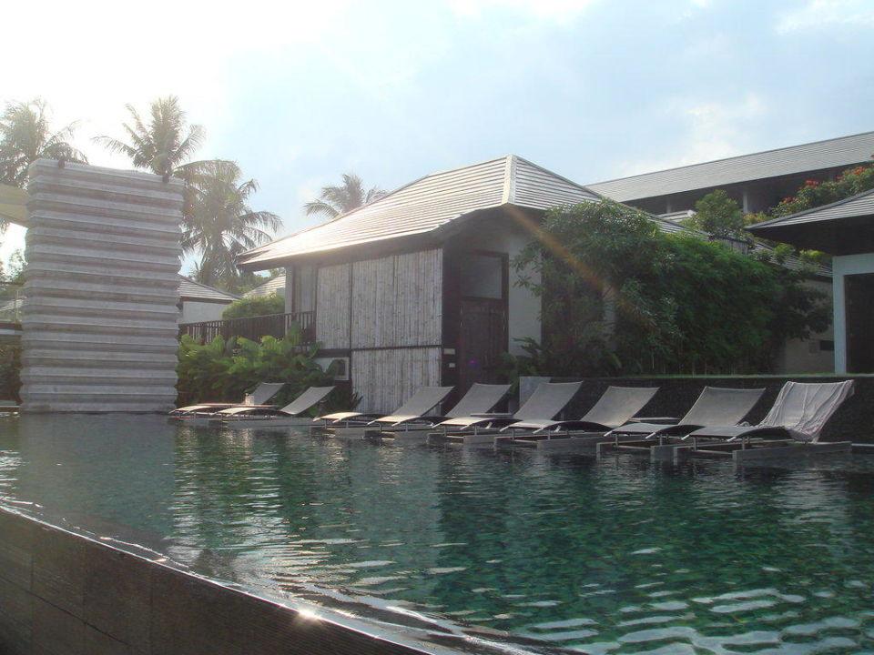 Der Pool mit Wasserliegen Hotel Sareeraya Villas & Suites