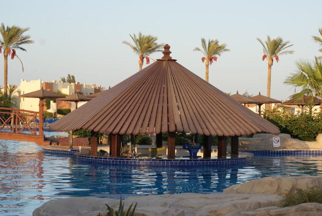 Poolbar grosser Pool SUNRISE Select Royal Makadi Resort