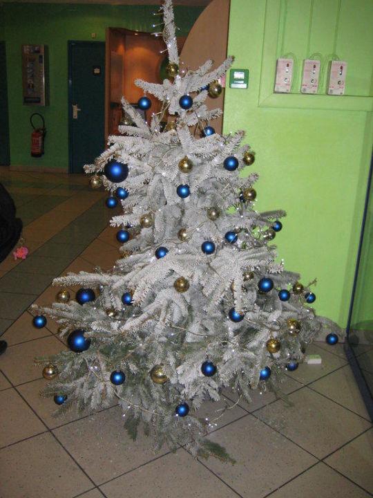 Weihnachtsbaum deko ibis budget hotel paris porte de montmartre saint ouen holidaycheck - Ibis budget paris porte de saint ouen ...
