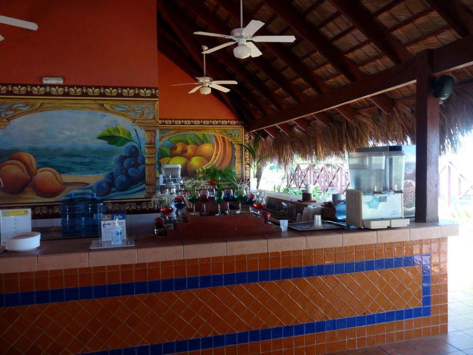 Unter anderem konnte man sich hier Getränke holen Grand Bahia Principe El Portillo