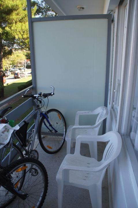 bild balkont r nur mit dem riegel abschlie bar zu hotel donat in zadar. Black Bedroom Furniture Sets. Home Design Ideas
