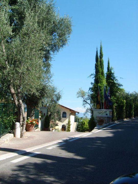 Einfahrt zur Villa Hotel Giada