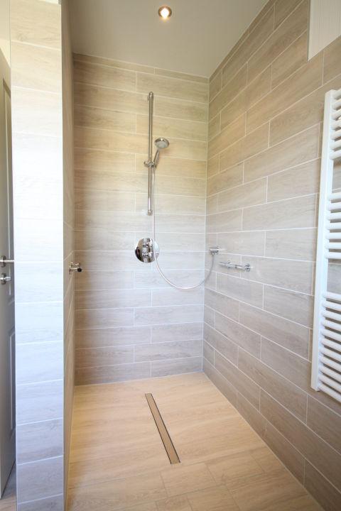 Badezimmer, die Dusche ebenerdig, befahrbar\