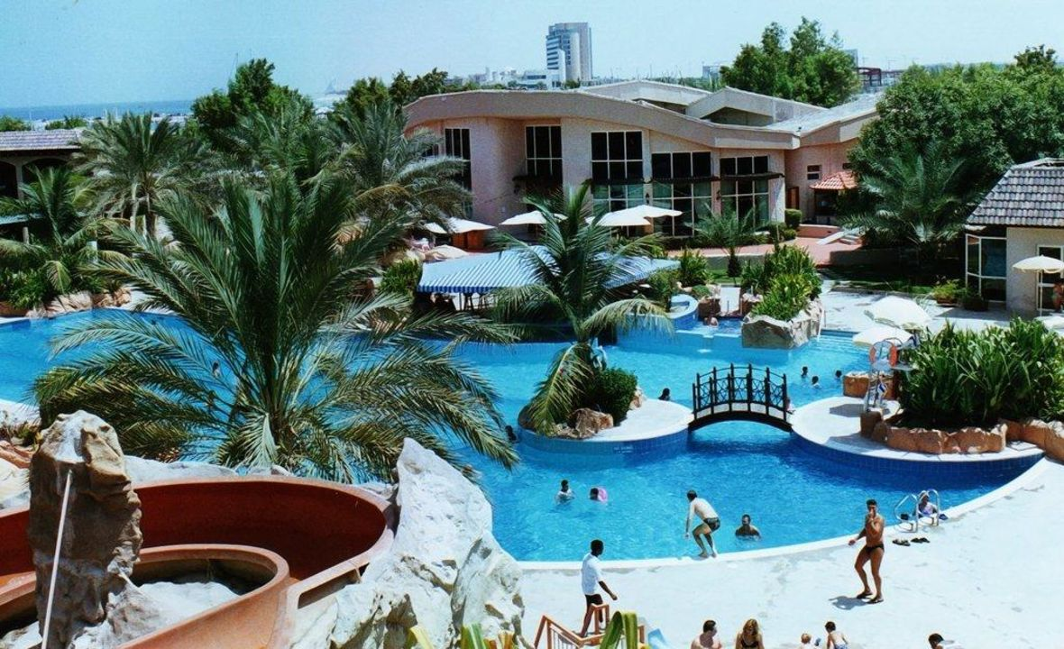 Pool mit Rutsche Hotel Metropolitan Resort & Beach Club