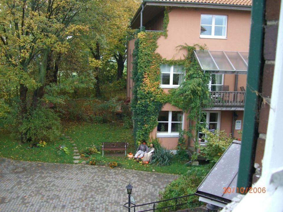 Blick vom Zimmer zum Nebenhaus Hotel Gutshaus Stellshagen